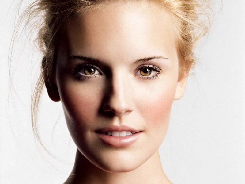 Lassità cutanea viso: rimedi naturali, estetici, chirurgici