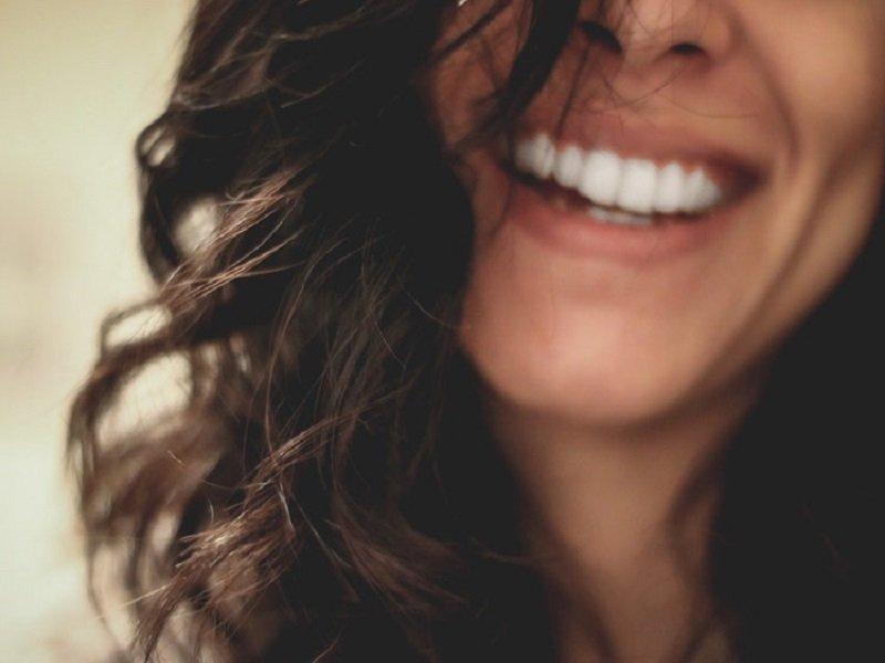 Addio capelli crespi: rimedi e consigli