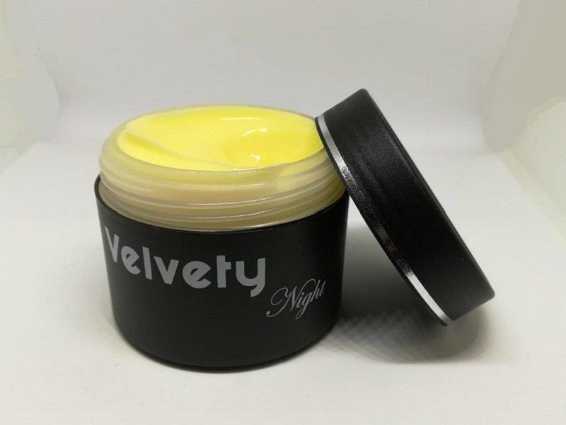 Velvety Night è la crema notte all'allantoina e Coenzima Q10 della Velvety Line, la linea cosmetica giovane di LNAge.